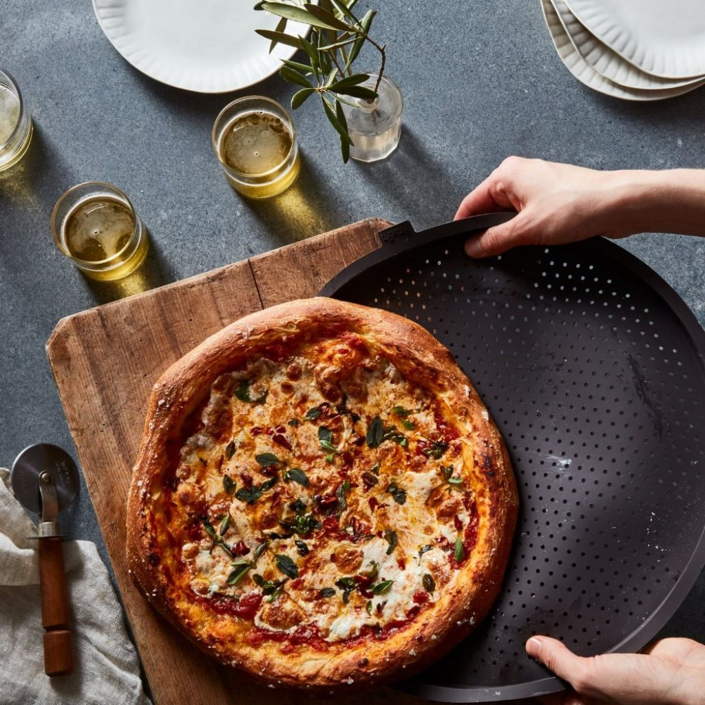 6 Amazing Pizza Pans for Mouth-Watering Pizza Cooking
