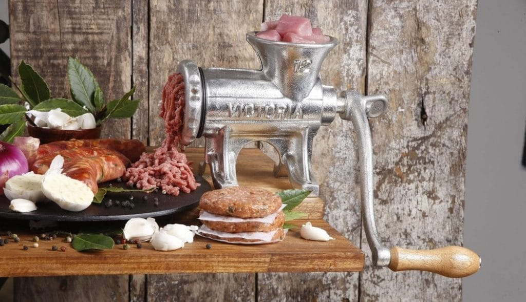 6 Best Manual Meat Grinders to Save Your Money and Space