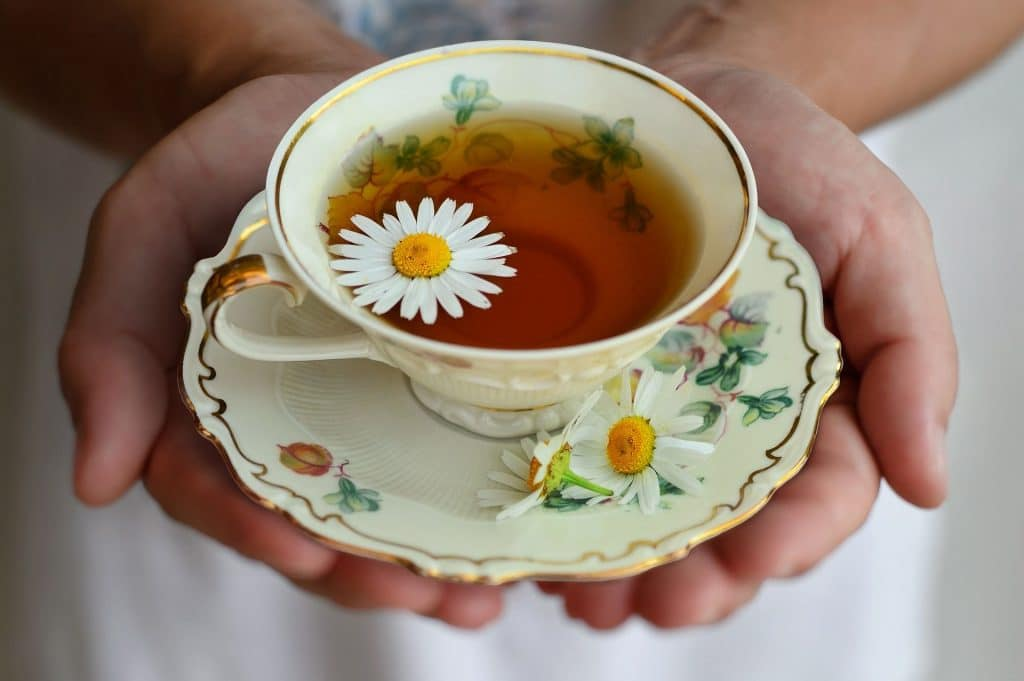 8 Best Chamomile Teas for Reducing Stress and Relieving Pain