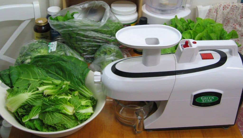 7 Best Juicers for Greens - Easy Way to Make Tasty and Healthy Drinks!