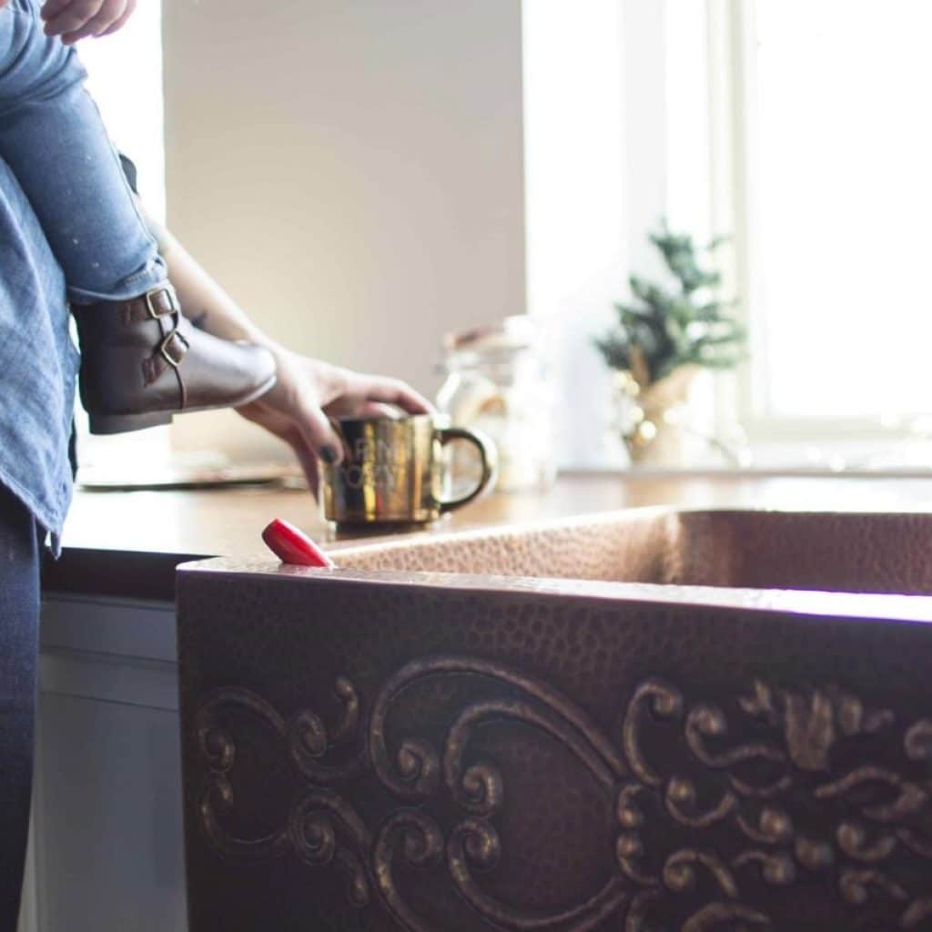 15 Best Farmhouse Sinks - Add Style to Your Kitchen!