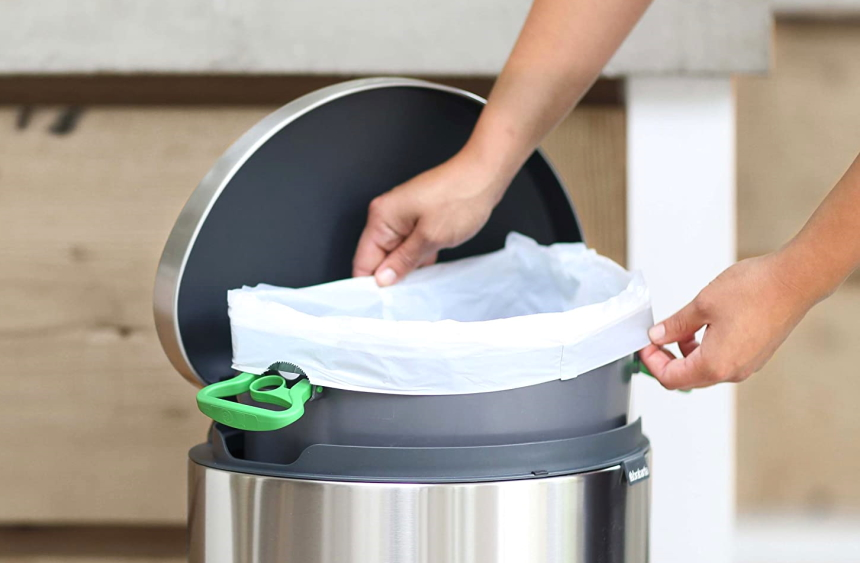 6 Best Touchless Trash Cans - You'll Never Have Dirty Hands Again!