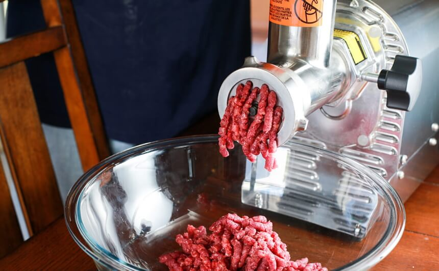 5 Best Meat Grinders for Raw Dog Food — Heavy-Duty and Functional