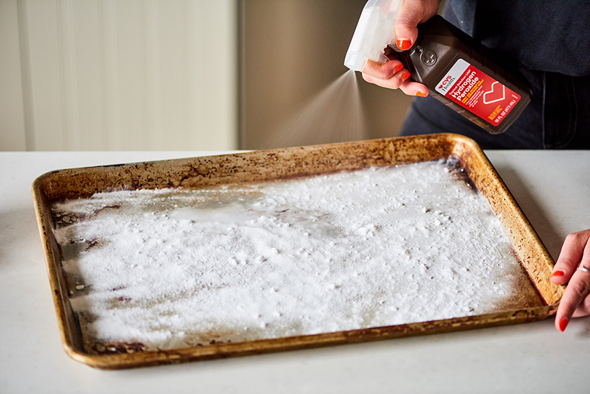 How to Clean Baked On Grease from Aluminum Pans: Tips and Tricks That Work